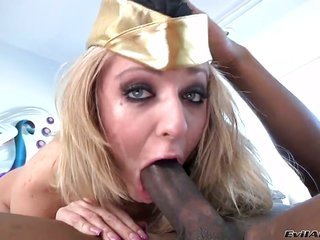 Jaelyn Fox can not resist the desire to take chunky notes let fly on her face
