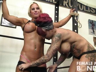 Dani as well as Bras well asimae mademoiselle mademoiselle in the Gym
