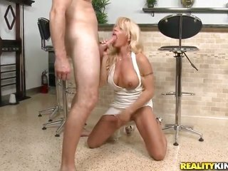 blonde with clean-shaven tits to boot clean-shaven pussy needs nothing but personage cream on her face to be happy