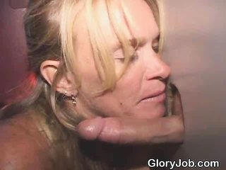 aged blond Sucks Off Stranger to the end A magnificence Hole