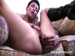 novice milf double fisted in her massive cookie