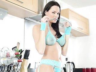 Kyla Fox has some time to rub her honeypot