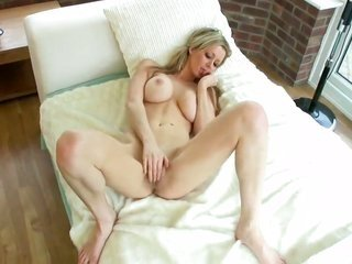 Lucy Alexandra has a favorable time dildoing her slit