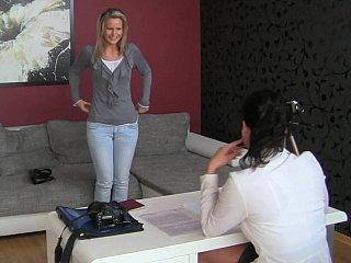 Casting Fem-Fem lover blondie Samantha